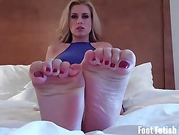 Yea you know you've never seen feet this hot before. I expect you on your knees sucking my toes...