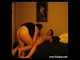 Dirty Mum Enjoys Suck & Fuck With Young Teenager