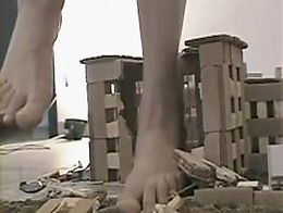 Pumha giantess crushes a city in sandals barefoot