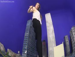 Giantess Samantha to the Max