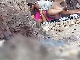 Voyeur caught a couple fucking at the beach