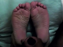 C's wide, wrinkly and meaty soles flex seductively and get a double-load (you'll see why I came...