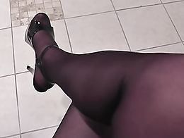 A quick clip of crossdresser CDtrudy in her new pantyhose and some heels. Crossdresser shemale ...