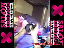 Show de la actriz porno Cristal Cherry con un espontáneo del público en el Salón erótico de...