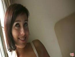 PILLADAS EN LA CALLE Torbe fucks with a sexy brunette woman!!