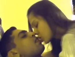 A very hot stunning kissing and hot intimate moments with a boy of a Delhi esc0rts girl.