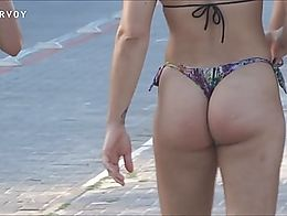 Just look at this PERFECT ASS walking in slow motion!! I'll dream with this ass!!
