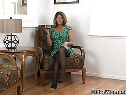 Curvy milf Niki from the US teases us with a slow striptease but makes sure that we can watch h...