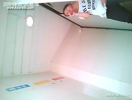 chinese girls go to toilet.23