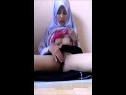 Teen hijab girl masturbate