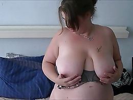 Horny Dutch BBW Shelly from Nijmegen masturbating and inserting a vibrator inside her mature cu...