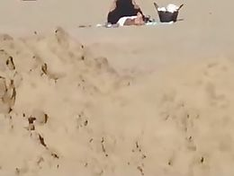 Amateur Couple Trying to have Discreet Fuck on the Beach!