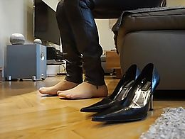 Wearing my grey Zara leather pants and Bagatt designer heels and nude pantyhose. Have a good fa...