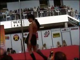 Festival erótico porno de Barcelona 2003 - Tania -Striptease integral...