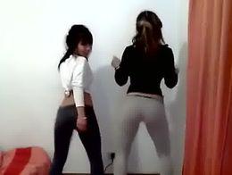 Colegialas bailando tembleque