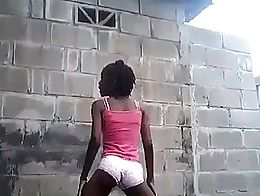 Sexy Black Teen Twerking