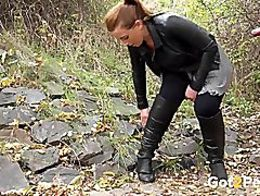 Curvaceous chick in leather pisses in the woo