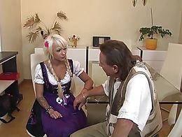 deutschland in den mittagsstunden geiler fick auf dem kuechentisch