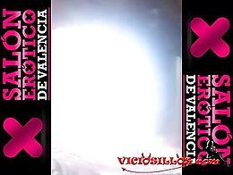 Show de la actriz porno Gigi Love con super squirt final en el Salón erótico de Valencia 2013