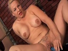 Cute cuddly mature blonde imagines you fucking her wet pussy