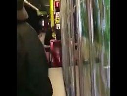 Sexo En La Estación del Metro de Barcelona (España)