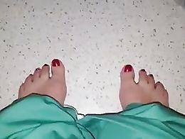 Arab showing feet pussy