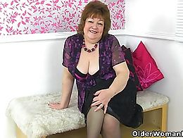 English gilf Susan strips off her clothes and pleasures her insatiable pussy with a dildo.