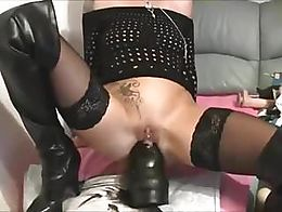 Giant dildo world record dildo this women inserting giant,bib, biggest dildo in her ass and pus...