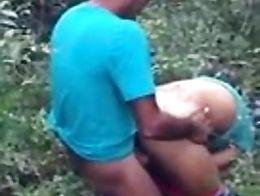 His wife is upset that he does not have the hard cock/su mujer se molesta por que no se le para...