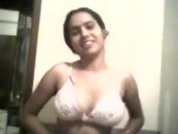 Young girl from lahore, pakistan taking her shirt off showing her boobs to boyfriend!