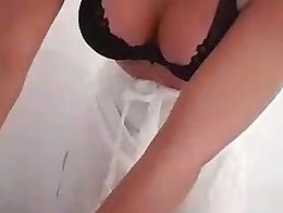 Hot Girl with Booty Streaming Dancing on Periscope