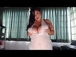 Pretty latina show of hot plump body