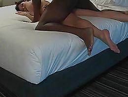 Amigo negro follando mi esposa en el hotel cornudo