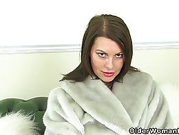 English milf Raven will make your dick hard with her curvy body and deliciously inviting fanny.