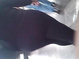 Aqui un video de una gordita que vi en el metro, con sus mallas transparentes se le alcanzaba a...