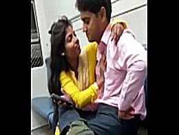 Indian mumbai local train girl kissed her boyfr