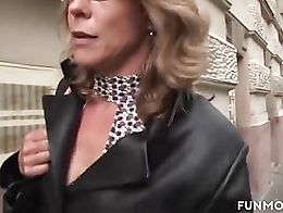 Marga is a in fight with her hubby who kicks her out of the car. She´s so angry that she now h...