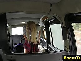 Curvy blonde amateur rims cabbies ass before fucking