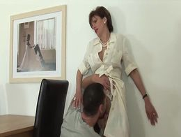 LADY SONIA Office distraction