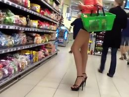 Creeping on this cheeky babe has never been sweeter. She was shopping for groceries in the supe...