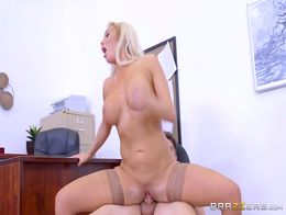 Brazzers - Keisha Grey ass makes men cheat