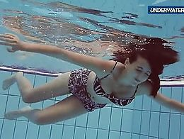 Sexy teen girl shows public nudity in the swimming pool